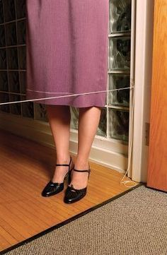 Tailor tricks (sewing hacks) including how to mark your own skirt hem with string and baby powder.