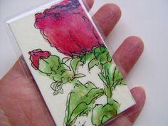 *Original, KEIN Druck!*  Blumen einmal als Taschenkunst verschicken, denn die hält länger, als jeder Strauß. Im Kartenfach der Geldbörse erinnert sie