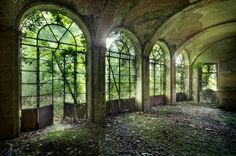 bla blabla bla: Photographer Finds Beauty in Lost Places