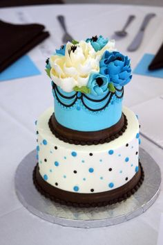 Stacked buttercream cakes that serve This size makes a great centerpiece. Guests cut their cake w Bride and Groom. Crazy Cakes, Fancy Cakes, Mini Cakes, Pretty Cakes, Beautiful Cakes, Amazing Cakes, Cupcakes, Cupcake Cakes, White Flower Cake Shoppe