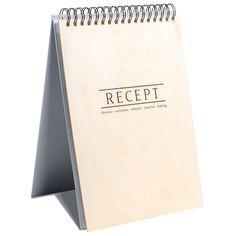 Receptpärm WOOD. A4. Pärm i A4-format att sätta in favoritrecepten i. Pärmen går att ställa på pänken. 48st plastfickor och 6st pappersregister medföljer.