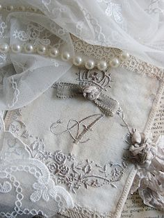 pearls and linen, lace~~~Love the monogram here~~~ Estilo Shabby Chic, Vintage Shabby Chic, Vintage Lace, Fabric Journals, Pearl And Lace, Linens And Lace, Lace Ribbon, Lace Embroidery, Charms