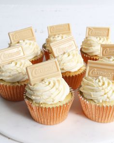 Vanilla sponge, filled with salted caramel, topped with Caramac frosting. Please get in touch to discuss your order for collection from our Claygate store. Fruit Cupcakes, Holiday Cupcakes, Cupcake Flavors, Yummy Cupcakes, Cupcake Recipes, Cupcake Cakes, Biscoff Cupcakes, Caramac Cake, Caramac Cupcakes