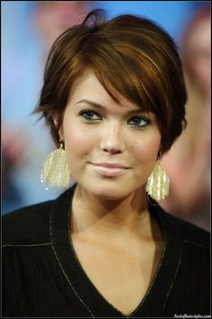 9 Wonderful Tips: Women Hairstyles With Bangs New Looks boho hairstyles half up.Older Women Hairstyles For Fine Hair asymmetrical hairstyles blunt.Women Hairstyles For Round Faces Products. Hairstyles For Fat Faces, Short Hairstyles For Thick Hair, Round Face Haircuts, Haircut For Thick Hair, Cool Hairstyles, Short Haircuts, Hairstyle Ideas, Wavy Hair, Pixie Hairstyles