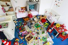 Messy playroom with too many toys Clean Bedroom, Messy Room, Toy Organization, Good Parenting, Parenting Humor, Parenting Hacks, Clean Up, Kids Playing, Your Child