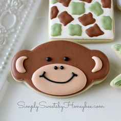 I just finished this set of safari cookies for a friend and thought I'd show you how I made the monkey's mouths uniform. It's really simple and not a new technique by any means. First, I found an image of an oval online and scaled it down to the size I wanted before printing. I …