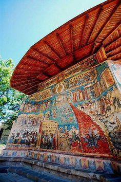 """Mănăstirea Voroneț se află şi ea pe lista Patrimoniului Unesco. Aceasta mai este cunoscută şi sub denumirea de """"Capela Sixtină a Estului"""". smile emoticon #albastrudevoroneț"""