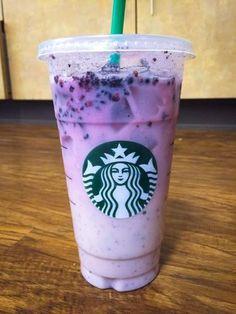 Starbucks Frappuccino, Starbucks Diy, Copo Starbucks, Starbucks Secret Menu Items, Bebidas Do Starbucks, Healthy Starbucks Drinks, Starbucks Purple Drink, Rainbow Drinks, Makeup Storage