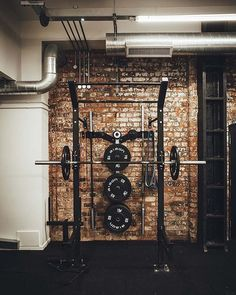 This week saw the launch of newly renovated Henrietta Street Gym in Birmingham's Jewellery Quarter. The building, named Derwent Works, was built in the Home Gym Basement, Home Gym Garage, Diy Home Gym, Home Gym Decor, Gym Room At Home, Gym Interior, Interior Modern, Organizar Instagram, Crossfit Garage Gym