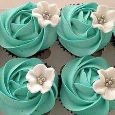 12 Dozen Frosting Cupcakes