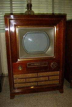smitty's tv 1954 rca victor first rca color television receiver. Radio Record Player, Record Players, Tvs, Radios, Color Television, Vintage Appliances, Tv Sets, Nostalgia, Vintage Tv