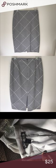 Express gray pencil skirt. Size 6 Express gray with white striped pencil skirt. Perfect for work/office. Worn only once. Size 6 Express Skirts Pencil