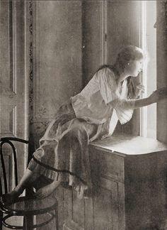 Edmund Osterloff     Miss Curiosity, Warsaw      c.1908