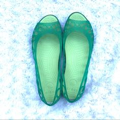 da115f87fe54 Shop Women s CROCS Green size 7 Flats   Loafers at a discounted price at  Poshmark. Description  Women s Crocs gel sandals green size 7 Great  condition.