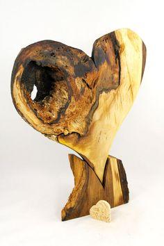 Gartendekoration - Holzherz, Holzskulptur, Dekoherz - ein Designerstück von NaturKerbe bei DaWanda