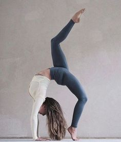 There are a lot of yoga poses and you might wonder if some are still exercised and applied. Yoga poses function and perform differently. Each pose is designed to develop one's flexibility and strength. Yoga Inspiration, Fitness Inspiration, Ashtanga Yoga, Esprit Yoga, Mode Yoga, Photo Yoga, Fitness Del Yoga, Fitness Pants, Fitness Classes