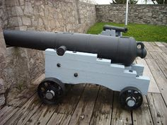 A War of 1812 cannon.    http://discover1812.blogspot.ca/2013/03/son-of-gun.html#