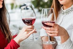 Culinaire 18 Ounce Wine Glasses Set Of 4 Exceptional elegant crystal Ideal For Weddings, Anniversary, Engagement Party Excellent Gift For Wine Enthusiasts Red Or White Wine Pinot Noir, Wine Drinks, Alcoholic Drinks, White Wine, Red Wine, Effects Of Drinking, Stop Drinking, Female Friends, 100 Calories