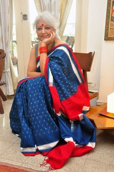 Classic red, blue and white Telia rumal cotton saree Indian Attire, Indian Wear, Indian Outfits, Byloom Sarees, Saris, Over 60 Fashion, Simple Sarees, Indian Fabric, Elegant Saree