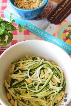Zucchini y hierbas frescas Fresco, Yummy Recipes, Yummy Food, Spaghetti, Ethnic Recipes, Gastronomia, Vegetarian Recipes, Cooking Recipes, Dishes