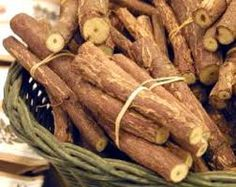 Zoethout bij de snoepwinkel halen. Sweet wood - someting we used to chew on until soggy. Bought at the candy shop.