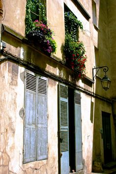 Blue shutters in Paris... beautiful!
