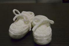 Buciki na chrzest przygotowane dla chłopca – jest to biała wersja tych. Mogą też być dla dziewczynki, chociaż dodałabym w takim przypadku mały kwiatek.