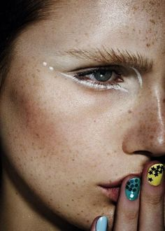 A striking white eyeliner look.