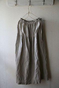 ミシン1つで簡単に作れるよ!自分だけのお洒落ギャザースカートの作り方 | キナリノ Dressmaking, Handicraft, Off Shoulder Blouse, Boho, Sewing, Womens Fashion, Skirts, Handmade, Fashion Design