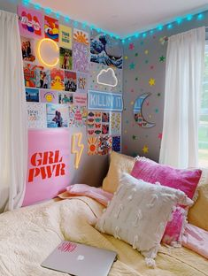 10 VSCO Bedroom Ideas for the VSCO Girl Vsco girl room ideas for the Vsco Gir: From HydroFlask, scrunchies, collage wall & neon signs and everything else you need for a cute Vsco bedroom. - 10 VSCO Bedroom Ideas for the VSCO Girl College Bedroom Decor, Room Ideas Bedroom, Bedroom Girls, Master Bedroom, Bed Room, Bedroom Wall Ideas For Teens, Bedroom Furniture, Bedroom Inspo, Bedroom Small
