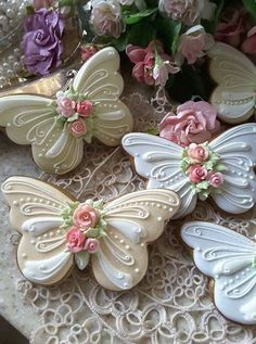 Butterflies Gingerbread butterfly cookies decorated with piped royal icing, and a sparkling of pixie dust Cookies Cupcake, Fancy Cookies, Iced Cookies, Cute Cookies, Easter Cookies, Royal Icing Cookies, Cookies Et Biscuits, Christmas Cookies, Gingerbread Cookies