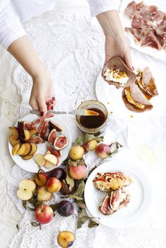 healthy brunch idea with chestnut crepes and fig honey recipe Good Food, Yummy Food, Tasty, Yummy Eats, Food Styling, Think Food, Dessert, Brunch Recipes, Breakfast Recipes