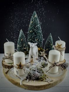 New Collection Of Easy Christmas Decorations Sumcoco Christmas Advent Wreath, Christmas Candle Decorations, Noel Christmas, Christmas Candles, Simple Christmas, Christmas Crafts, Advent Wreaths, Minimal Christmas, Nordic Christmas