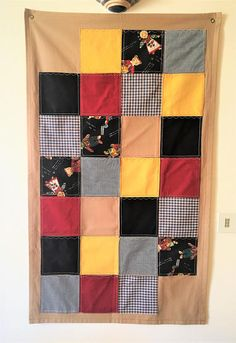 Hanging fabric panel for children's bedroom .Pannello in