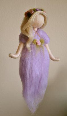 Waldorf de colgante de pared de hadas púrpura inspirado aguja
