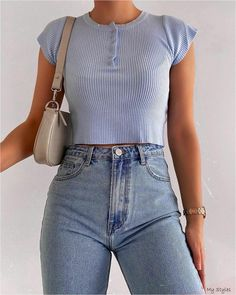 Fashion Inspiration And Trend Outfits For Casual Look fashion classy Fashion Inspiration And Trend Outfits For Casual Look Cute Casual Outfits, Retro Outfits, Simple Outfits, Ootd Summer Casual, Vintage Outfits, Edgy Outfits, Casual Clothes, Clothes For Women, Teen Fashion Outfits