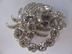 Cute Vintage Rhinestones Wedding Brooch