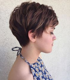 70 Short Shaggy, Spiky, Edgy Pixie Cuts and Hairstyles Brunette Pixie with Feathered Layers Choppy Pixie Cut, Short Choppy Haircuts, Edgy Pixie Cuts, Choppy Layers, Long Pixie, Pixie Bob, Haircut Long, Bob Haircuts, Asymmetrical Pixie