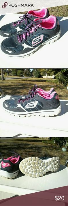 Skechers Go Walk 2-Flash   Goga Mat Super duper clean and sanitary in outstanding condition, Skechers Go Walk 2 Flash featuring Goga mat technology with high rebound cushioning designed with Advanced Skechers performance technology and materials specifically for walking size 8.5 Skechers Shoes Athletic Shoes