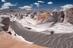 Campo de Piedra Pomez, cerca de la Ruta 40 y de Antofagasta de la Sierra, Catamarca.  http://www.turismoruta40.com.ar/antofagasta-de-la-sierra.html