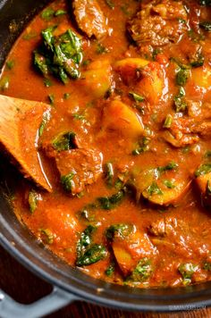 Enjoy a fakeaway night, with this delicious and Syn Free Beef and Potato Curry, leaving you plenty of syns to enjoy a couple of poppadums. Curry Recipes, Meat Recipes, Indian Food Recipes, Chicken Recipes, Cooking Recipes, Freezable Recipes, Dinner Recipes, Indian Foods, Gastronomia