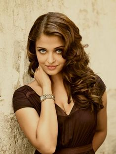 Aishwarya Rai Bachchan. Love her hair in this pic