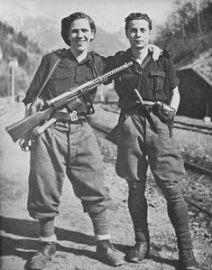Members of the Italian fascist Black Brigades Italian Army, National History, Military Diorama, Ww2 Pictures, Ww2 Photos, Military History, World War Two, Historical Photos, Japan