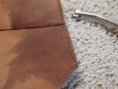 Picture of Finishing Bottom of Bag Diy Leather Tote, Leather Store, Sewing Leather, Leather Craft, Punch Tool, Diy Tote Bag, Photo Tutorial, Leather Working