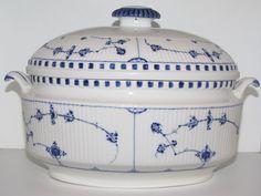 Royal Copenhagen Blue Fluted Plain, rare oblong soup tureen 1850