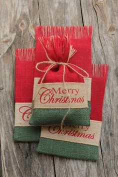 New Shabby Chic Christmas Diy Gift Wrapping 66 Ideas Christmas Gift Bags, Christmas Sewing, Homemade Christmas Gifts, Christmas Gift Wrapping, Christmas Crafts, Christmas Decorations, Merry Christmas, Burlap Gift Bags, Fabric Gift Bags
