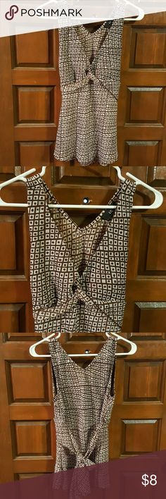 IZ Ever California Brown and off white design. Sheer and light weight. 100% poly with no stretch really to the fabric. Ties in back. Cute gently used sleeveless top. Knotted front. No stains or tears that I can see. IZ Tops