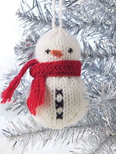Knitting pattern from Deck the Halls: 20+ Knitted Christmas Ornaments from Annie's Craft Store. Order here: https://www.anniescatalog.com/detail.html?prod_id=126031&cat_id=25