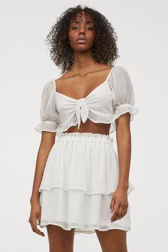 Chiffonrock - Weiß - Ladies | H&M DE 2 Hm Outfits, Off Shoulder Blouse, Cold Shoulder Dress, Chiffon Skirt, White Skirts, Fashion Company, Ruffle Trim, World Of Fashion, Short Skirts