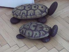 Art stone... Deniz taşları boyanıp sevimli kaplumbağalara dönüşmüş.